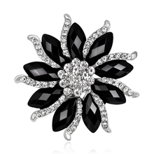Popular Rhinestone Black&White Flower Brooch Vintage Shiny Brooches Pins Elegant Winter Scarf Coat Accessories Women Gift
