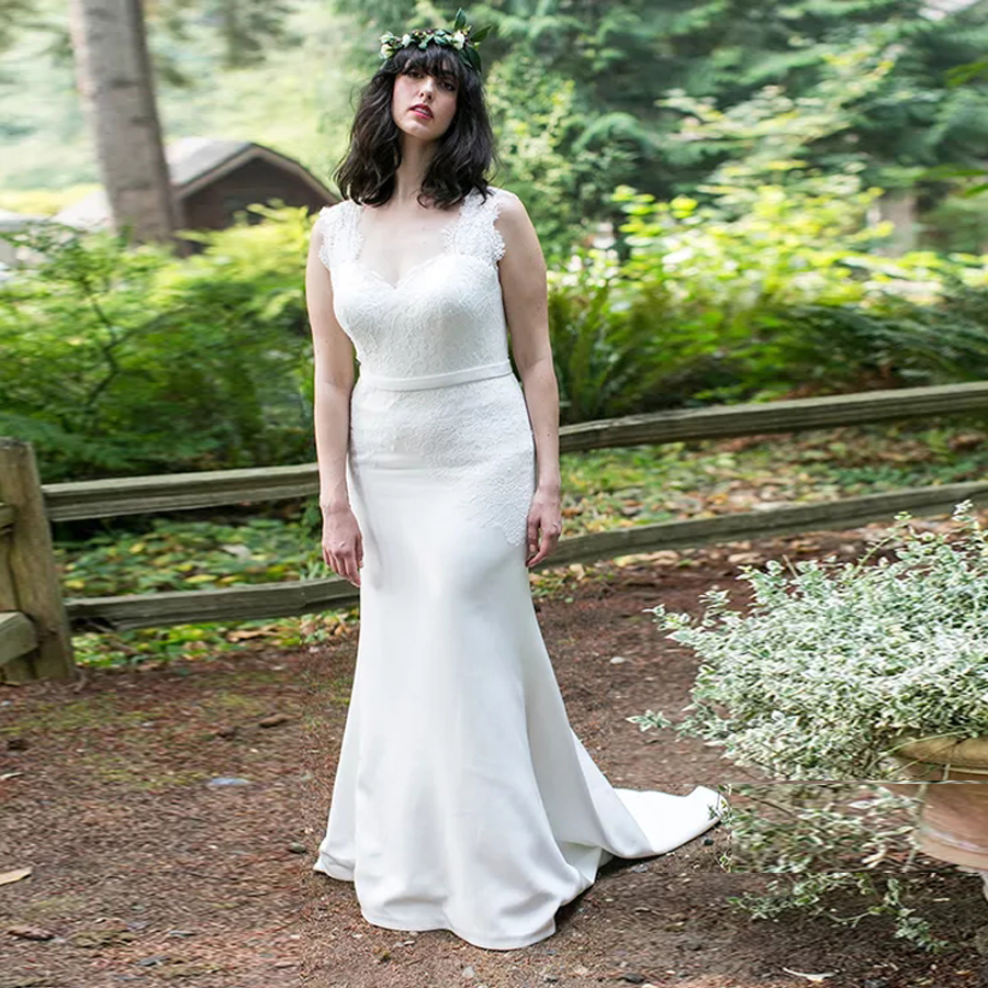 Fitted Silk Crepe Mermaid Wedding Gown With Lace Bodice And Cutout Keyhole Back Plus Size Bridal Dress 28w