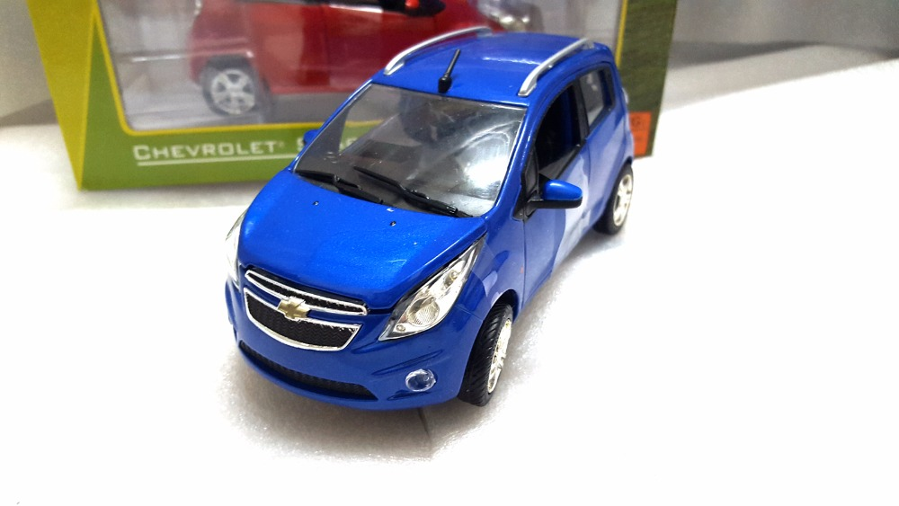 1:24 Diecast Model for Chevrolet Chevy Spark Blue Minicar Alloy Toy Car Miniature Collection Gifts black diecast model car for 1 18 bmw 760li f02 luxury 7 series vehicle miniature toys alloy gifts collection minicar