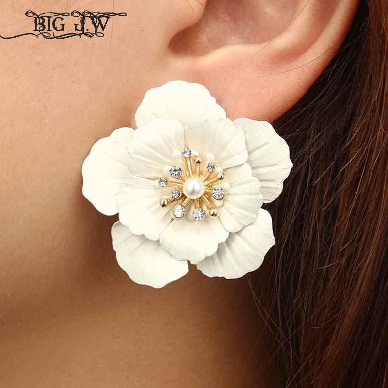 Big J.W Bohemia White Flower Charm Large Stud Earrings Korean Fashion Statement Earrings for Women Costume Jewelry Accessories