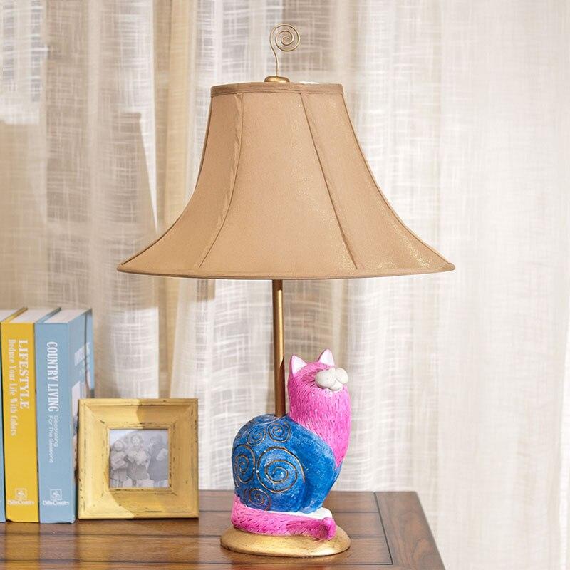 Роскошные ретро розовый Кот смолы настольная лампа Роскошные спальня ночники скульптура, смола украшения лампа Abajur LED
