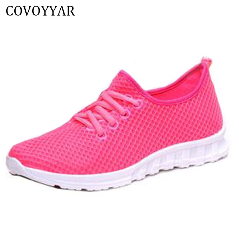все цены на COVOYYAR 2018 Solid Breathable Casual Women/Men Shoes Spring Autumn Mesh Flats Shoes Lace Up Light Trainers Plus Size 40 WSN573