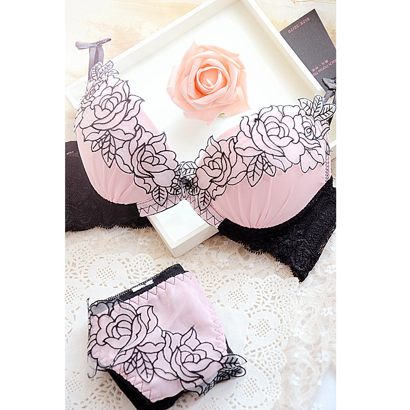 Embroidery sweet sexy deep V-neck adjustable push up lace to collect the furu young girl   bra   underwear   set