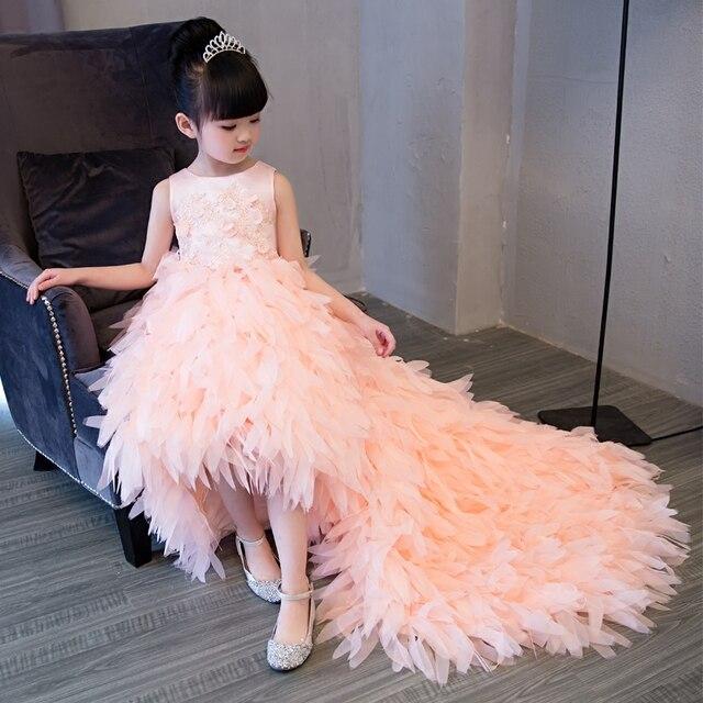 De luxe Européenne Filles Enfants Dentelle Fleurs Princesse Robe Avec de  Longues Plumes Queue De Mariage