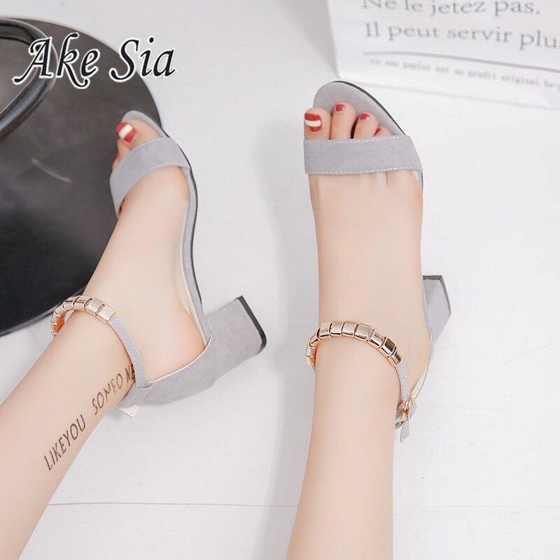 2cbfc3cc084 De metal Cadena de verano de las mujeres sandalias de Punta abierta zapatos  de mujer Sandalias de tacón cuadrado zapatos de mujer Zapatos estilo  coreano ...