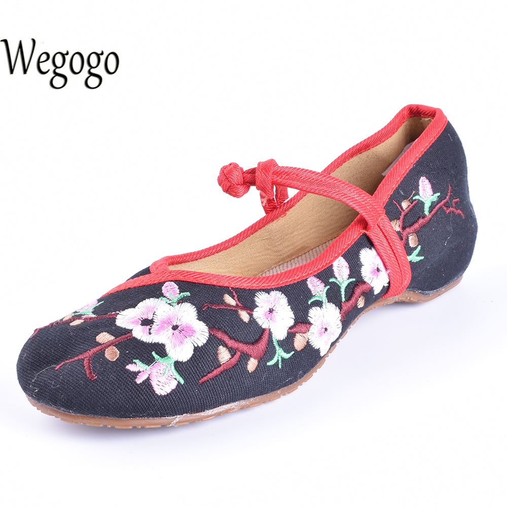 Wegogo Women's Flower Embroidered Flats Shoes Cotton Flats Heel Casual Shoes Comfortable Soft Canvas Shoes Plus Size 41 wegogo vintage women shoes flats mary jane flats casual shoes chinese embroidered cloth woman ballerina shoes plus size 41