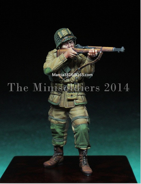 1/35 scale WW2 American paratroopers shooting WWII