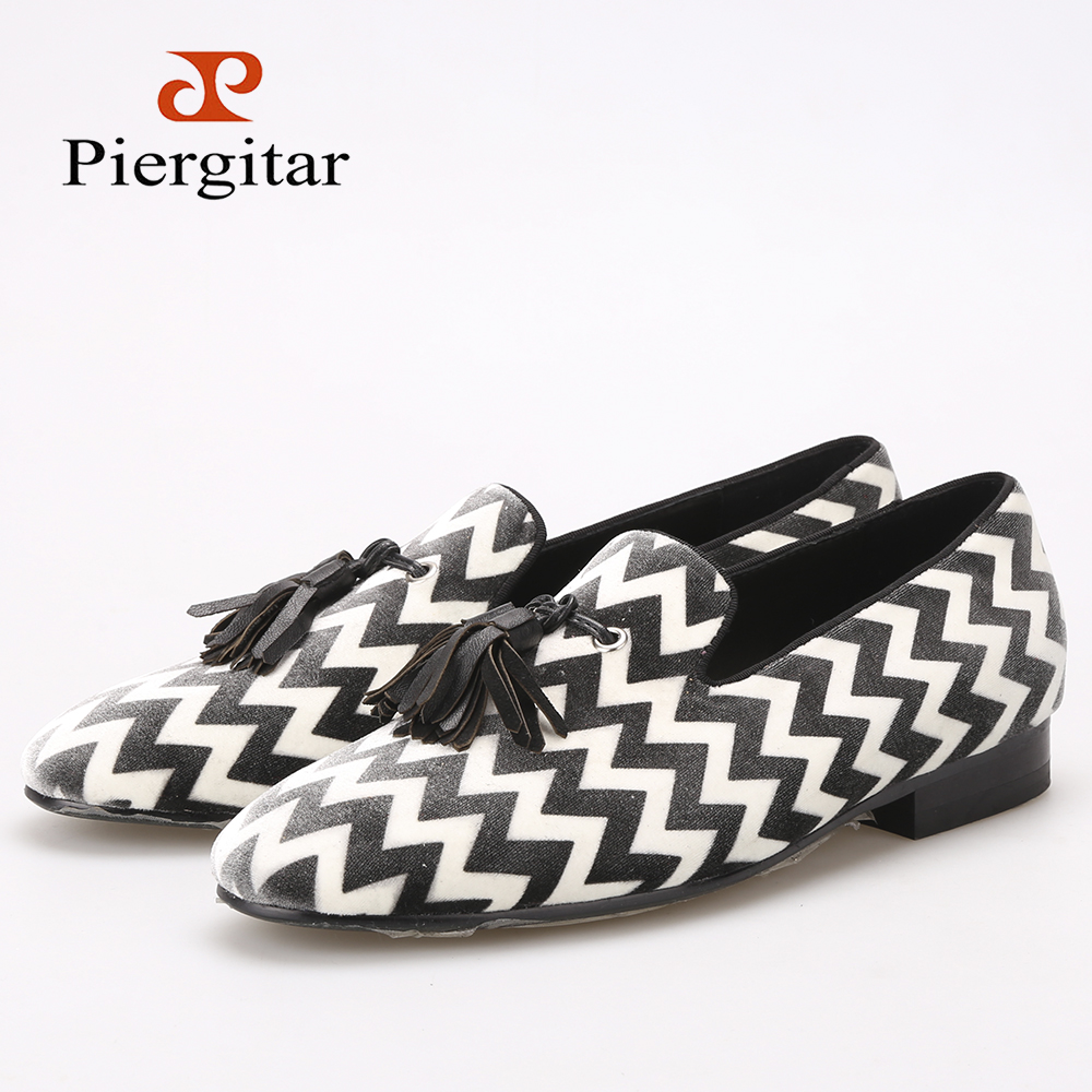все цены на Piergitar mixed color plaid pattern with black leather tassel men velvet shoes party and wedding men's loafers men dress shoes онлайн
