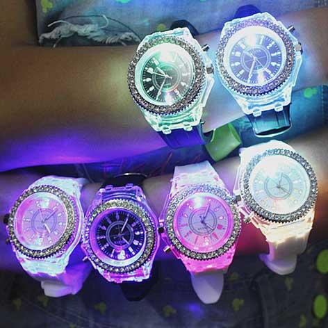 LED montres de Sport genève lumineux femmes montre à Quartz dames femmes montres en Silicone brillant Relojes Mujer 8 couleurs