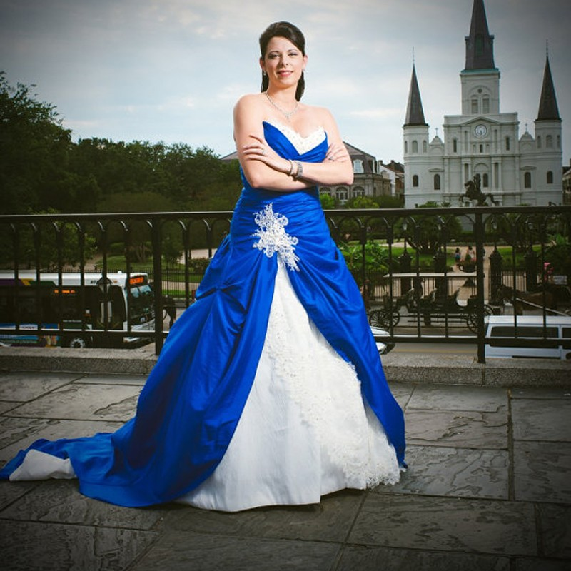 2017 Vintage Royal Blue Wedding Gowns With White And Lace Applique