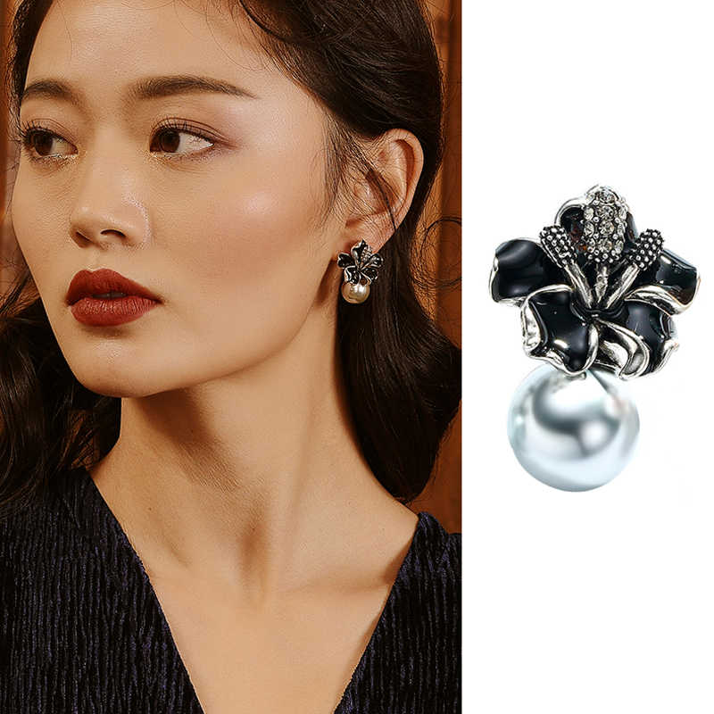 11.11 Sale Fashion Flower Design Pearl Screw Clip On Earrings For Bridal Wedding Party Bijoux Top Quality Women Christmas Gift