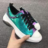 Женские кроссовки на платформе с цепями сзади; Роскошные блестящие кожаные Разноцветные теннисные туфли в стиле пэчворк; женская повседнев