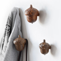 Nordic Creative Resin Hooks Linked Pine Cones Wall Hooks Home Clothing Store Wall Hanging Personality 3D Decorations Pendants