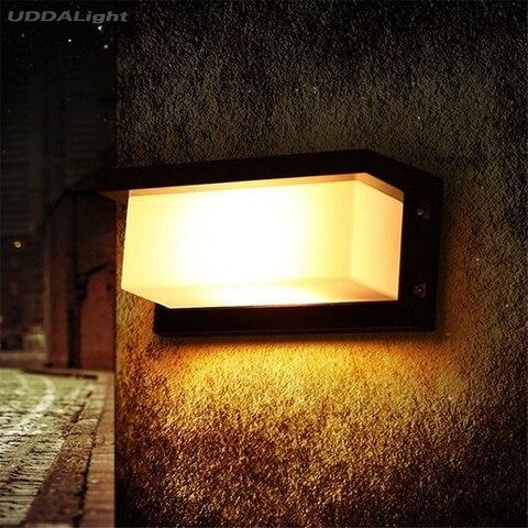 o quadrado conduziu luz exterior da