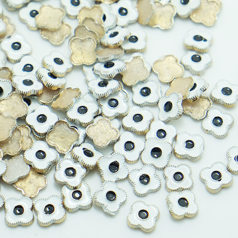 17mm Skull Iron on Hot Fix Studs with Diamond in 4 Colours for Various Decor