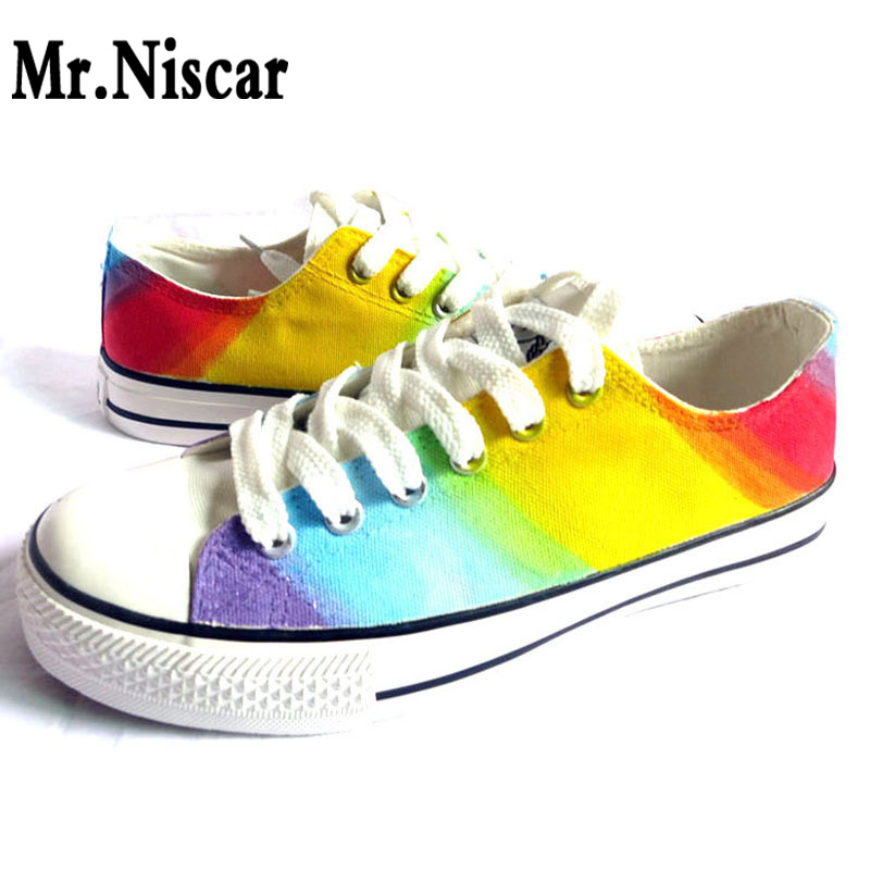ФОТО Hot Sale Low Top Lace-Up Men Unisex Shoes Rainbow Gradient Hand Painted Canvas Shoes Man Fashion Breathable Shoe for Adults
