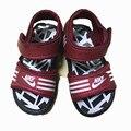 2017 verano niños niñas zapatos sandalias de cuero sandalias de playa zapatos de las sandalias sandalias de playa de la marca de goma negro cabido para 1-3Y bebé