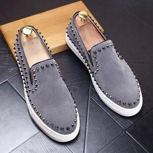 Image 2 - CuddlyIIPanda 2019 mężczyźni New Arrival oddychające buty na co dzień mężczyźni moda Sneakers mężczyźni Slip On nity mokasyny kapcie palenia