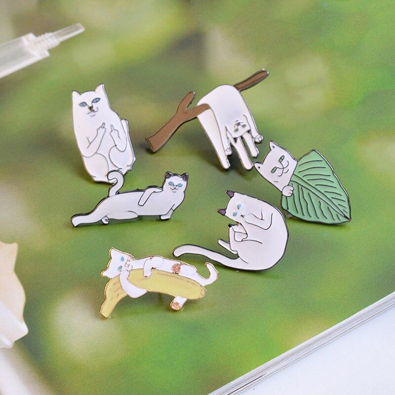6 stks / set Witte Kat op Bladeren Takken Banaan Broche Pins Cartoon - Mode-sieraden - Foto 4