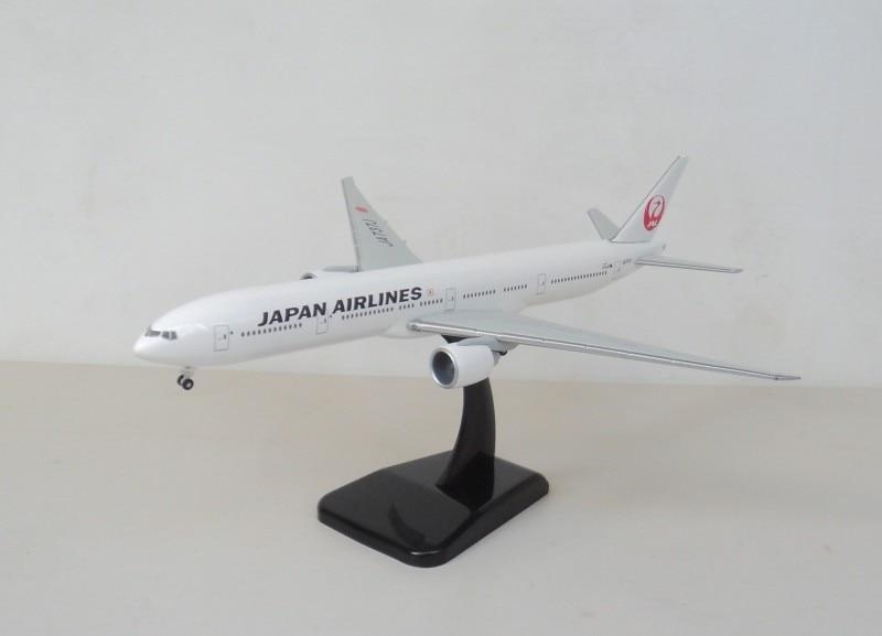 цена  1:400 JAL 777-300 Hogan Japanese aircraft JA737J aircraft model  онлайн в 2017 году