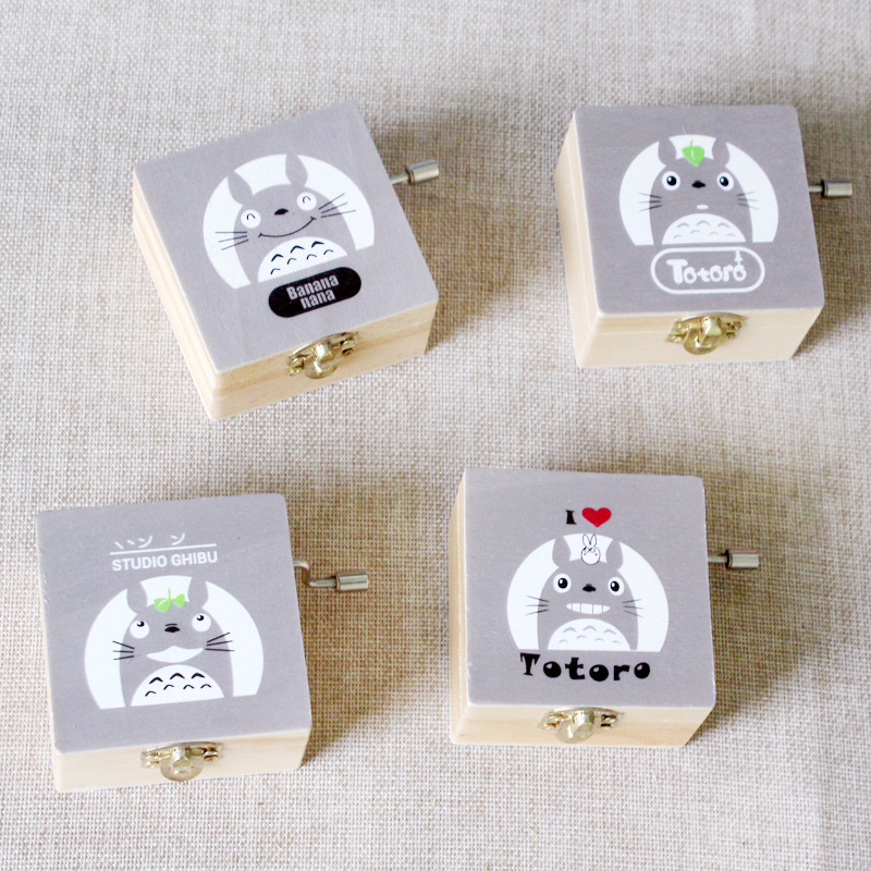 1pcs New Hand Cranked Music Box Totoro Wooden Hand-operated Type Music Boxes Gifts for Friend Kids Baby Birthday box