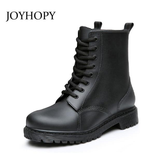 b273a204e41 JOYHOPY Novos Homens Da Moda PVC Chuva Botas Impermeáveis Tornozelo  Rainboots Sapatos De Borracha Homem Lace