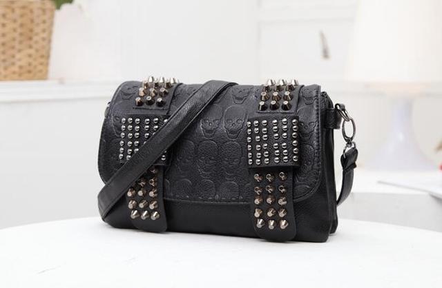 2017 new fashion Women Black Leather Messenger Bags Fashion Vintage Messenger Cool Skull Rivets Shoulder Bags sac a main bolsa