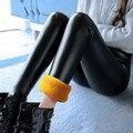 Осенние и зимние модели Кожа имитация кожаные штаны Большой ярдов ноги Мэтт Высокой талией Плотно Плюс бархат утолщение