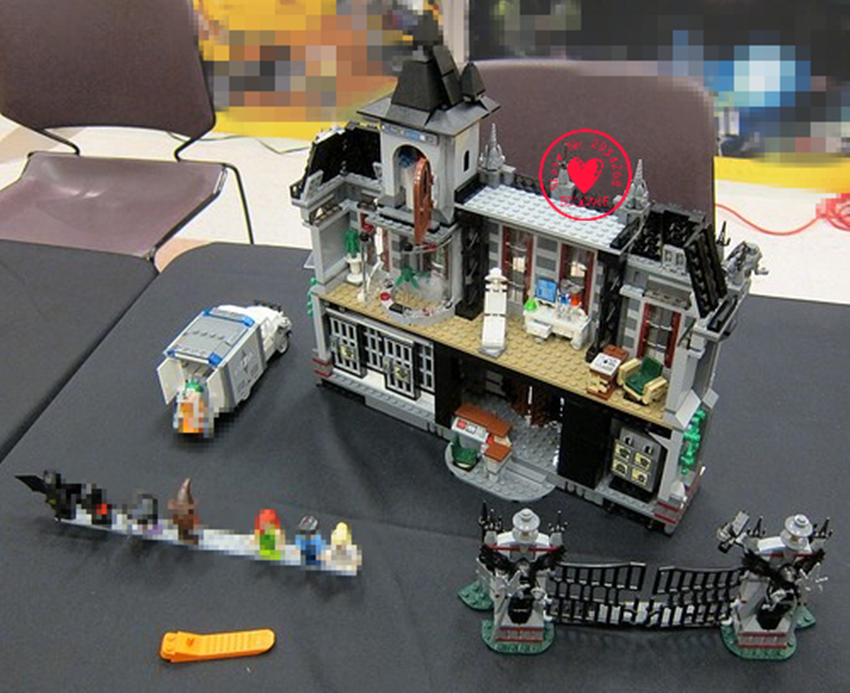Batman Building Bricks 07044 1685Pcs Lepin Super Heroes Arkham Asylum Breakout Model Building Kits Blocks Clone Toys gift 10937