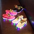 2017 de la moda de tela elástica niños y niñas zapatos niños de los niños zapatos corrientes de luz led para arriba los zapatos para niños los niños de la zapatilla de deporte