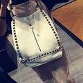2016 Hot Llegada Diseño Remache de La Manera Mochila Pequeña Vendimia Mochilas Niñas mochilas escolares Niñas Bolsa de Viaje de Color Sólido