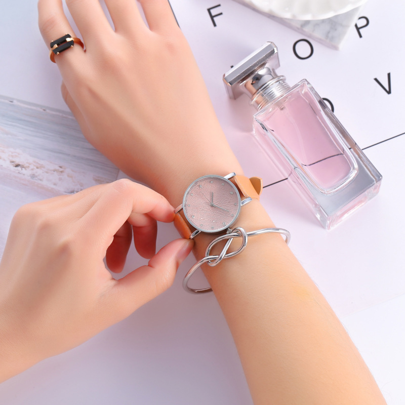 2018 Top Women Watches Watch Small Faux Leather Quartz Analog Wrist Watch Ladies Bracelet Watch stylish zinc alloy quartz analog wrist watch bracelet for women golden multicolored 1 x 626