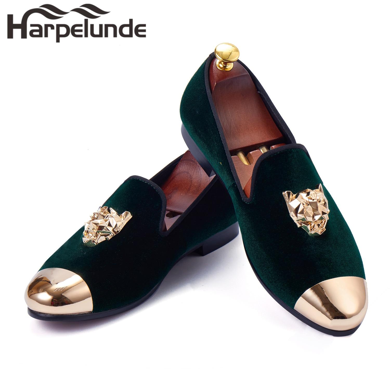 """""""Harpelunde"""" vyriški batai su šlepetėmis su gyvūnais sagtimi su žalios spalvos aksominėmis šlepetėmis."""