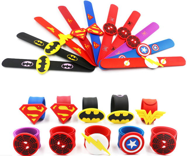 Jiangzimei 24 pcs Cartoon Superman, Batman, Halloween, Mermaid, Glimlach Gezicht, flamingo Siliconen Klap Ringen voor Kid Kinderen jongen