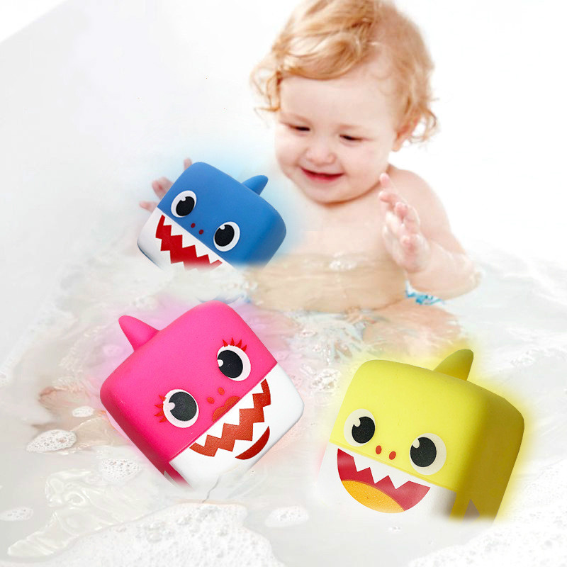 2Pcs/set Baby Cartoon Shark Bath Toy Baby Cute Water Toys With Led Music Kids 3 Colors Education Summer Beach Swimming Water Toy