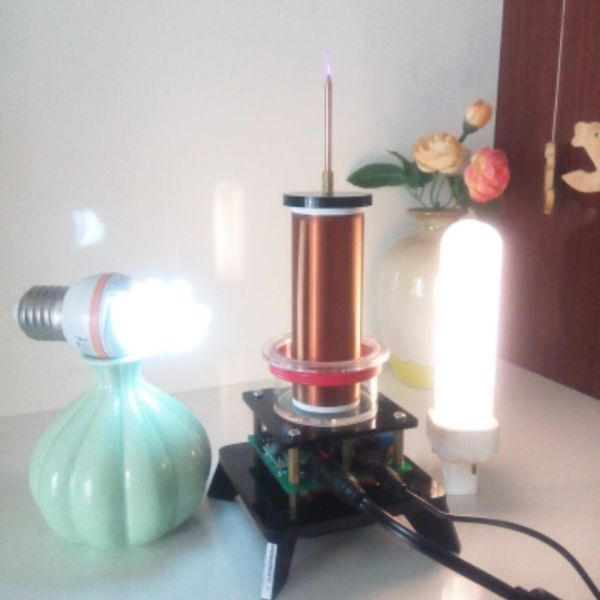 The music of Tesla coil / plasma Horn / plasma speaker / wireless power transmission / air lighting plasma speaker arc loudspeaker music tesla coil amazing flashing generator pllsstc control board teaching experiment
