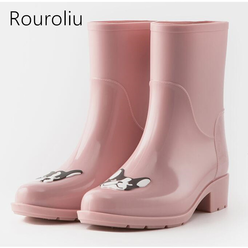 Rouroliu Women Cute Dogs Rubber Rain Boots Mid-calf PVC Waterproof Water Shoes Woman Slip-on Dress Wellies RB147 rouroliu women non slip mid calf rubber rain boots autumn pvc waterproof water shoes woman wellies slip on rb218