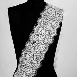 Image 4 - 3 Yards Klassische Wimpern Spitze Trim Schwarz & Weiß Soft Floral Klassische Spitze Stoff Dekoration Handwerk Nähen Für Kleid Machen decor