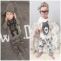 Розничная 2016 детская одежда детская одежда детская одежда устанавливает мальчик Хлопок маленькие монстры длинным рукавом 2 шт. детская одежда мальчика