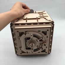 Di legno Casella password Sicura Decorazione Piggy Bank Ucraino di Legno Trasmissione Meccanica Regalo Incisione Laser Giocattolo Per Bambini 05536