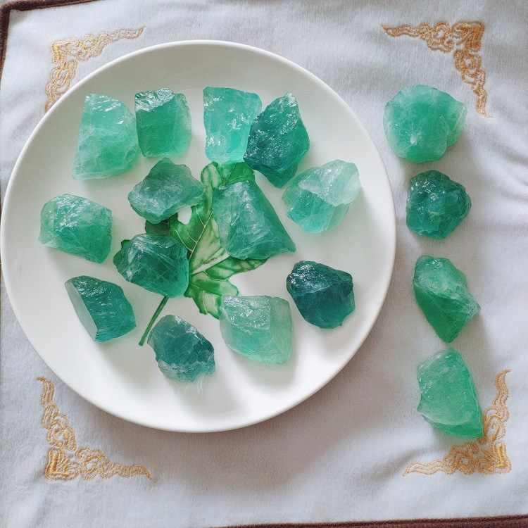 100g 2-4 cm duże cząstki naturalne ośmiościenny kolorowe fluoryt kamień surowy Ornament zielony kamień craft trzciny cukrowej dekoracji DX