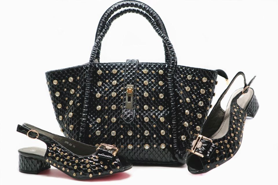 High quality black women Med shoes with big crystal decoration african shoes match a big handbag set for dress X15-1,heel 4.5CMHigh quality black women Med shoes with big crystal decoration african shoes match a big handbag set for dress X15-1,heel 4.5CM