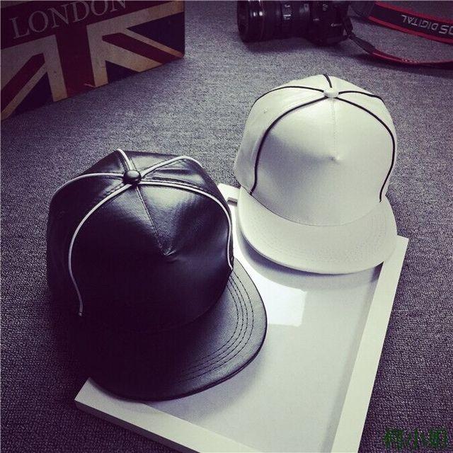 Hitam Putih PU Kulit Topi Snapback 5 Panel Unisex Polos Kosong Topi bisbol  Topi Pria Wanita 5816c42e93
