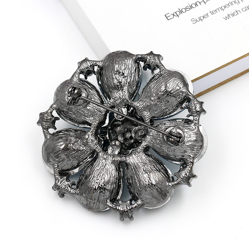 Jewelry & Watches High Quality Sparkling Blue Glass Crystal Flower Brooch Pins For Women