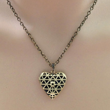 Vintage Floral patterns carved locket necklace charms flower necklace chain alloy locket pendant women men necklace collier