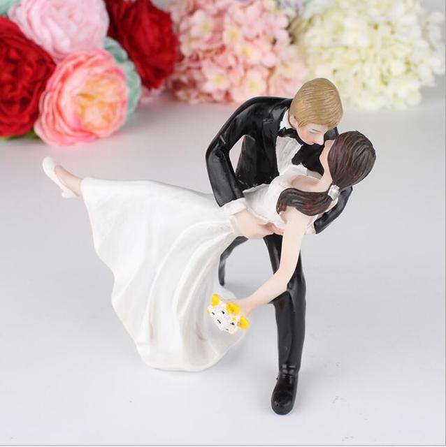 2429 Creative Tango Baiser Western Style Gâteau De Mariage Décoration Poupée Cadeaux La Mariée Et Le Marié De Mariage De Résine Gâteau Topper