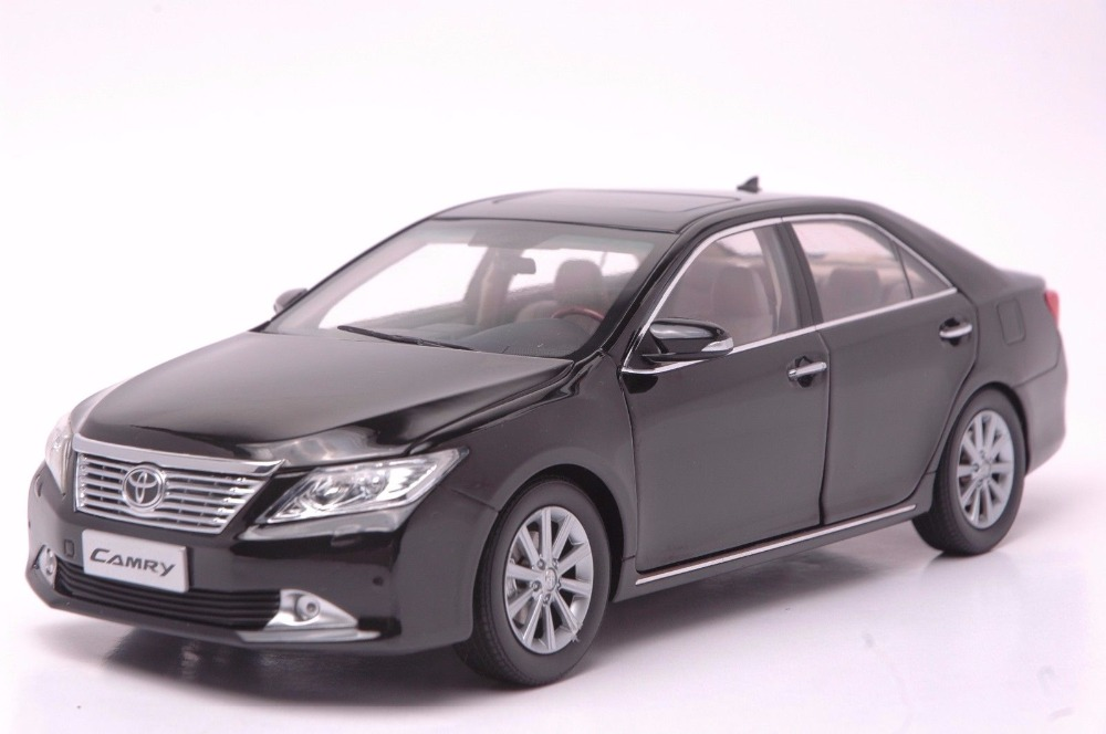 1:18 Diecast Model for Toyota Camry 2012 Black Alloy Toy Car Miniature Collection Gifts black diecast model car for 1 18 bmw 760li f02 luxury 7 series vehicle miniature toys alloy gifts collection minicar