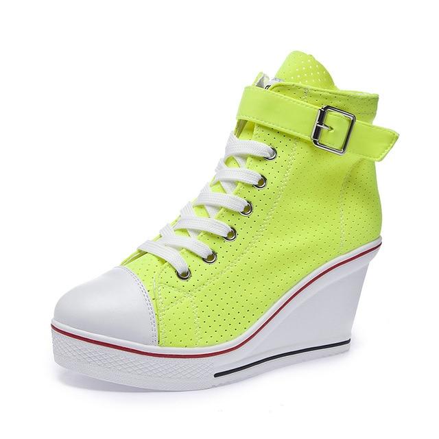 2019女性のネオンイエローグリーンピンクファッションスニーカーハイトップバックルレースアッププラットフォームカジュアルシューズ隠しウェッジヒールの靴女性