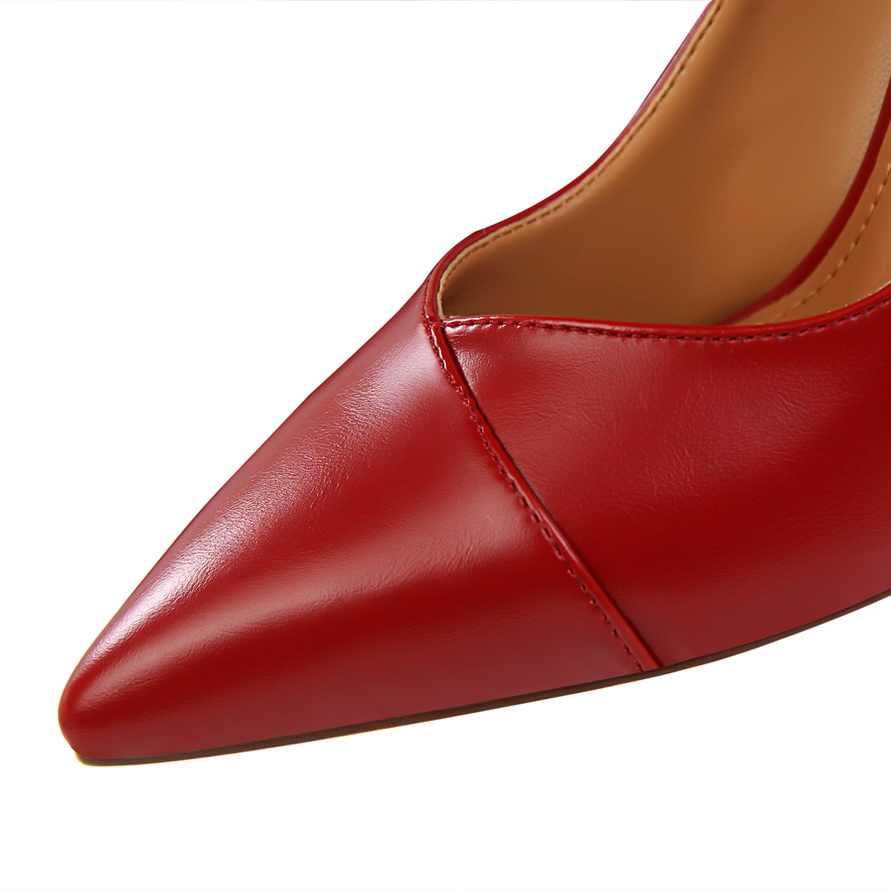 2019 Nuovo Autunno della Molla Classici Pompe Delle Donne di Modo di Alta Tacco Rosso nudo Nero Scarpe Da Sposa Ufficio Casual Scarpe A Punta A Punta donna