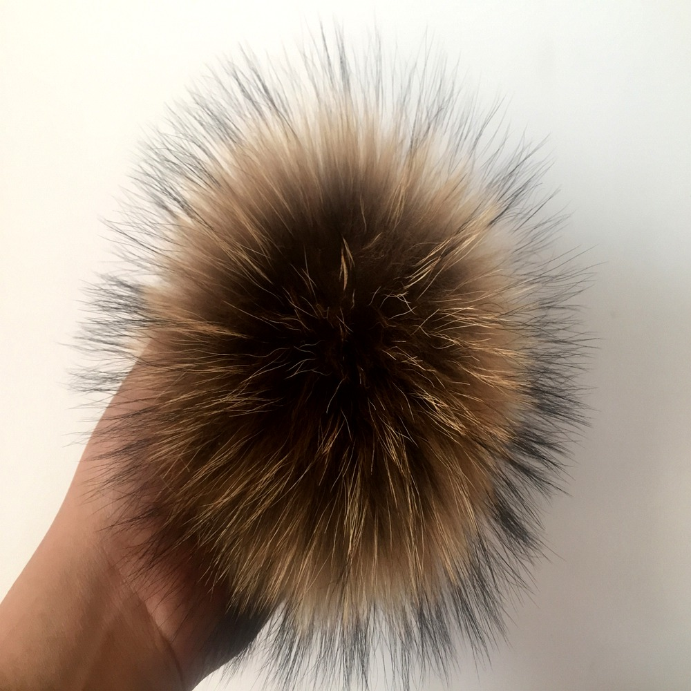 Beanie Limited 2018 15cm 100% Real Raccoon Pompoms Luxurious Balls Genuine Pom For Bag Hats Cap Scarf Scarf Gloves Attached The Hasp